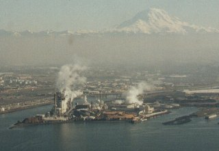 The Simpson Tacoma Kraft mill in Tacoma, Washington with Mt. Rainier in the background.